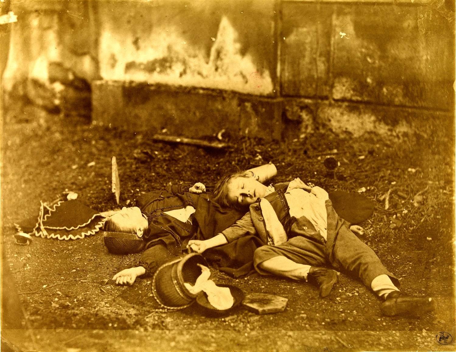 Eine tote Frau und ein Kind.