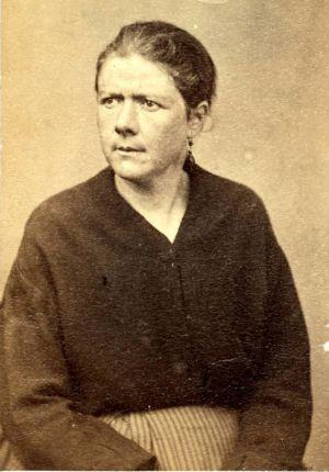 Portrait de Rétiffe Elisabeth (1833-?), cantinière et balnchisseuse au 135ème bataillon, pris à la prison de Satory à Versailles. Membre de la Commune de Paris en 1871.